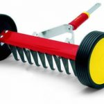 Wolf Roller Moss Removal Rake